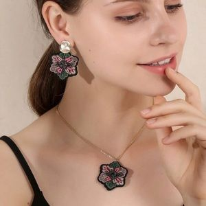Embroidered Flower Jewelry Set